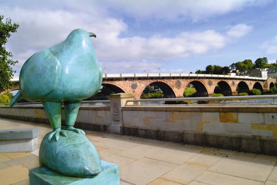 perthbridgeandbirdwithfishstatue