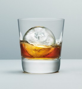 the-macallan-ice-ball-serve-3-low-res