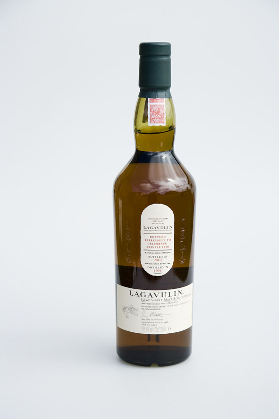 lagavulin_bottle_lores