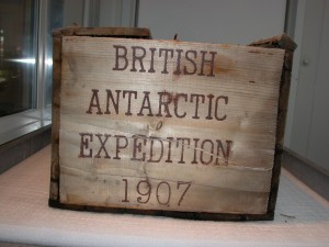 shackleton-south-pole-whisky-crate-end-1-300x225