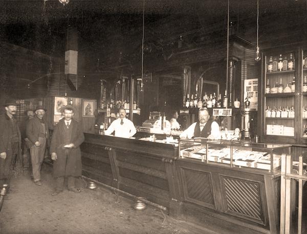 stillhousemoonshine-saloon