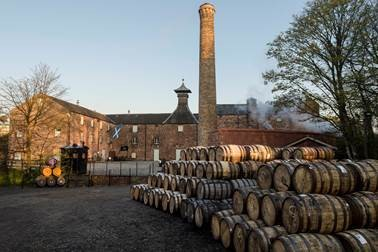 WHISKY DISTILLERY LISTS ON AIRBNB: Is this the best dram job in the world? Become a distiller for the day with Annandale Distillery – Scotch Whisky News